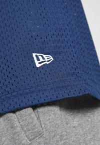 New Era - NFL CONTRAST SLEEVE OVERSIZED TEE NEW ENGLAND PATRIOTS - Club wear - dark blue - 5