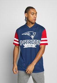 New Era - NFL CONTRAST SLEEVE OVERSIZED TEE NEW ENGLAND PATRIOTS - Club wear - dark blue - 0