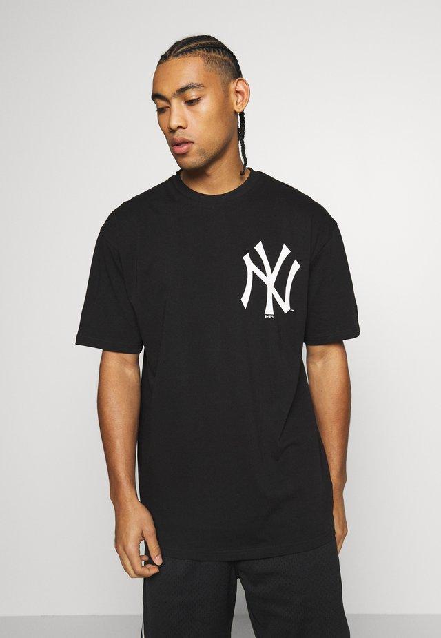 MLB BIG LOGO OVERSIZED TEE NEW YORK YANKEES - Fanartikel - black