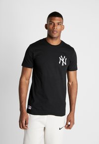 New Era - MLB FAR EAST TEE NEW YORK YANKEES - Print T-shirt - black - 0