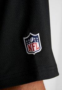 New Era - NFL STACKED WORDMARK OVERSIZED TEE OAKLAND RAIDERS - T-shirt z nadrukiem - black/optic white - 5
