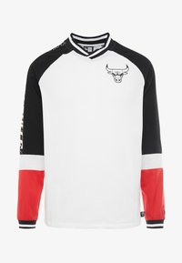 New Era - NBA COLOUR BLOCK LONG SLEEVE TEE CHICAGO BULLS - Artykuły klubowe - optic white/black/front door red - 5