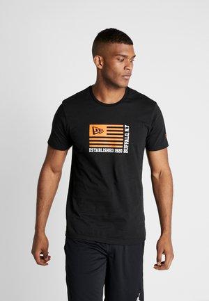 FLAG TEE - Print T-shirt - black