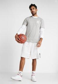 New Era - MLB FAR EAST TEE DETROIT TIGERS - Print T-shirt - light grey heather - 1