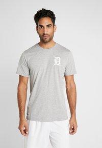 New Era - MLB FAR EAST TEE DETROIT TIGERS - Print T-shirt - light grey heather - 0