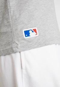 New Era - MLB FAR EAST TEE DETROIT TIGERS - Print T-shirt - light grey heather - 6