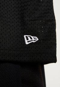New Era - NFL OVERSIZED TEE OAKLAND RAIDERS - T-shirt print - black - 6
