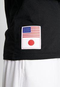 New Era - FAR EAST GRAPHIC TEE - Print T-shirt - black - 5