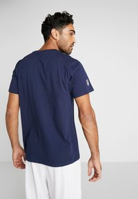 New Era - NFL STACKED WORDMARK TEE NEW ENGLAND PATRIOTS - T-shirt imprimé - oceanside blue - 2