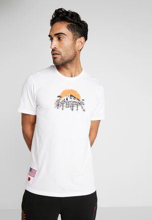 FAR EAST GRAPHIC TEE - Printtipaita - optic white