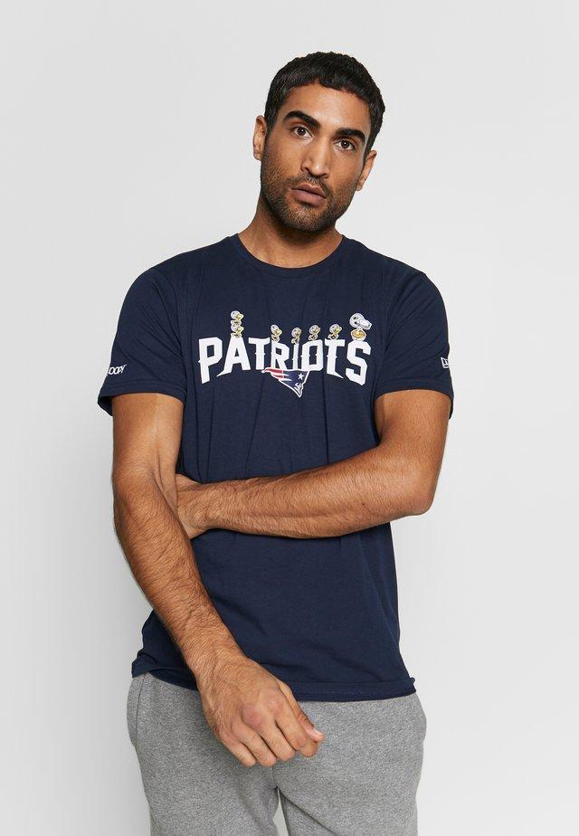 NFL SNOOPY TEE NEW ENGLAND PATRIOTS - Klubbkläder - dark blue