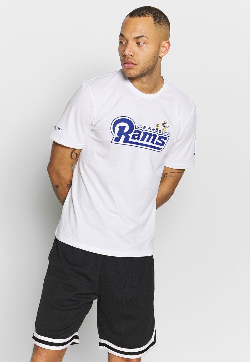 New Era - NFL SNOOPY TEE ST. LOUIS RAMS - Fanartikel - white