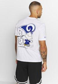 New Era - NFL SNOOPY TEE ST. LOUIS RAMS - Fanartikel - white - 2
