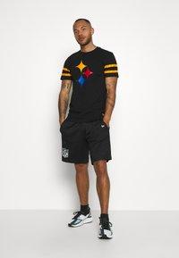 New Era - NFL ELEMENTS TEE PITTSBURGH STEELERS - Klubové oblečení - black - 1