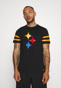 New Era - NFL ELEMENTS TEE PITTSBURGH STEELERS - Klubové oblečení - black - 0