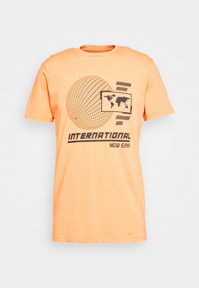 GRAPHIC TEE  - T-Shirt print - orange