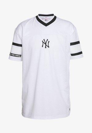 MLB NEW YORK YANKEES OVERSIZED MESH TEE JACQUARD - Triko spotiskem - white