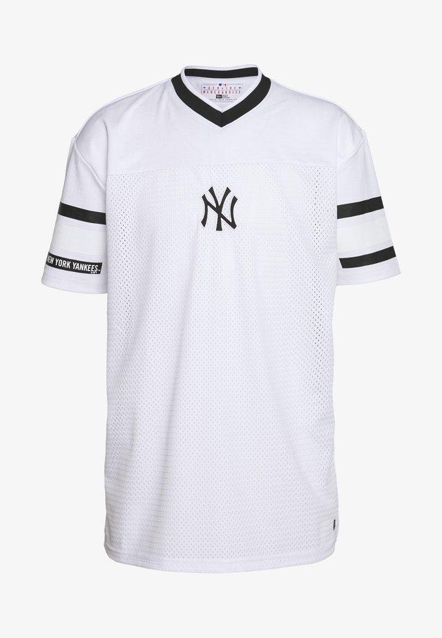 MLB NEW YORK YANKEES OVERSIZED MESH TEE JACQUARD - T-shirt med print - white