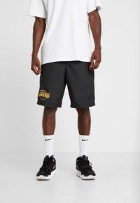 New Era - NBA LA LAKERS ESTABLISHED DATE SHORT - Korte broeken - black - 0