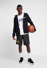 New Era - NBA LA LAKERS ESTABLISHED DATE SHORT - Korte broeken - black - 1