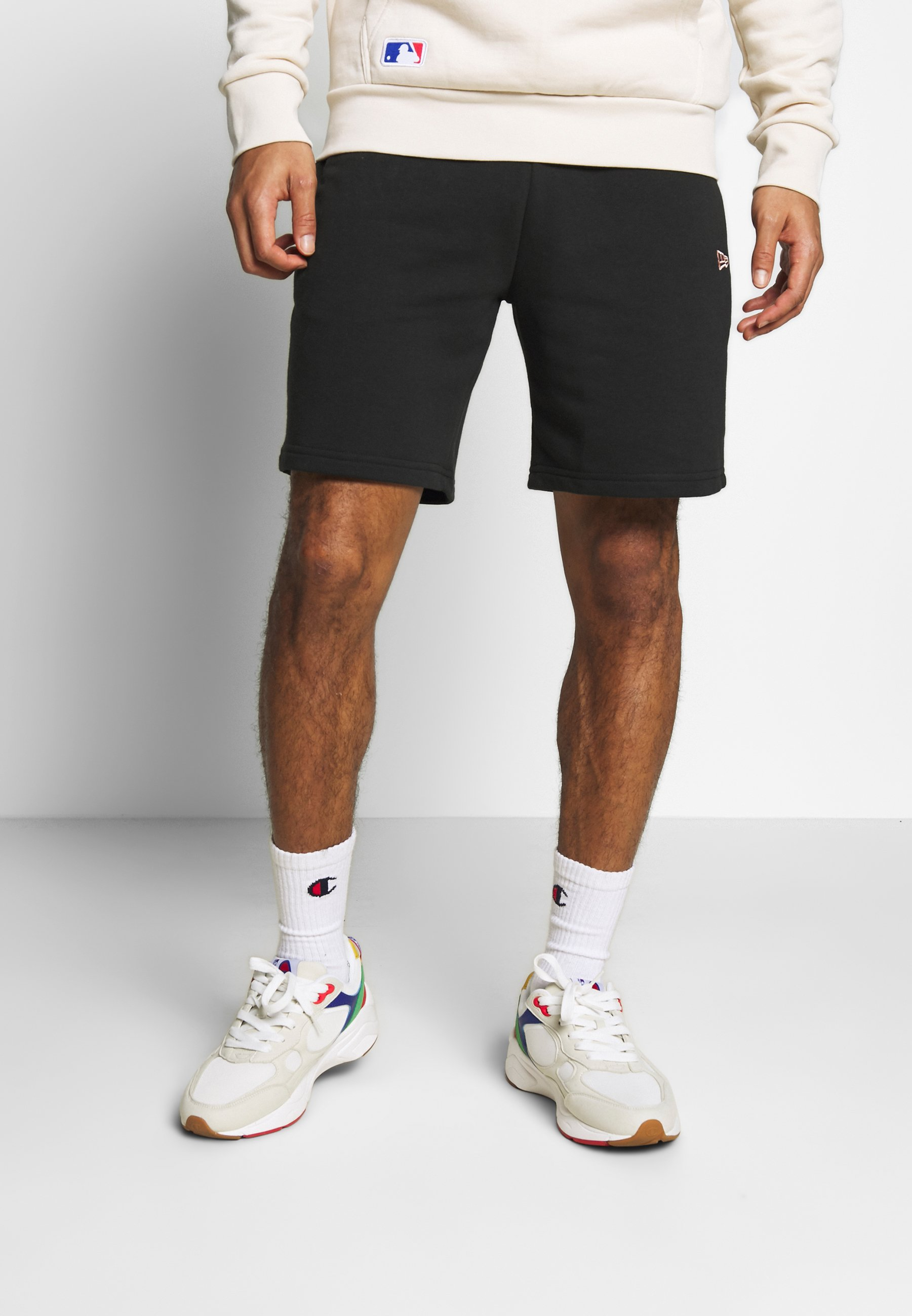New Era Heritage - Shorts Black