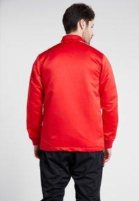 New Era - NBA CHICAGO BULLS WORDMARK COACHES JACKET - Club wear - front door red - 2