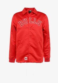 New Era - NBA CHICAGO BULLS WORDMARK COACHES JACKET - Club wear - front door red - 4