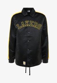 New Era - NBA LA LAKERS WORDMARK COACHES JACKET - Trainingsvest - black - 4