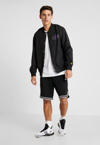 New Era - NBA LA LAKERS TEAM LOGO  - Training jacket - black - 1
