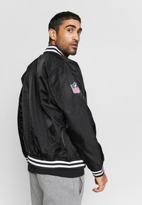 New Era - NFL OAKLAND RAIDERS TEAM BOMBER - Article de supporter - black - 2