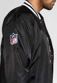 New Era - NFL OAKLAND RAIDERS TEAM BOMBER - Article de supporter - black - 5