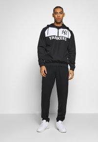 New Era - MLB WINBREAKER NEW YORK YANKEES - Veste coupe-vent - black - 1
