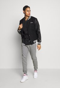 New Era - IMAGE VARSITY JACKET  - Veste de survêtement - black - 1