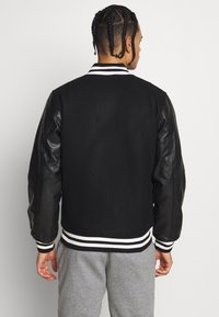 New Era - IMAGE VARSITY JACKET  - Veste de survêtement - black - 2