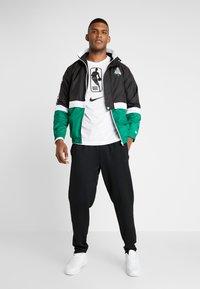 New Era - NBA COLOUR BLOCK TRACK JACKET BOSTON CELTICS - Verryttelytakki - black/green - 1