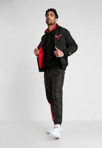 New Era - NBA TEAM LOGO JACKET CHICAGO BULLS - Club wear - black - 1