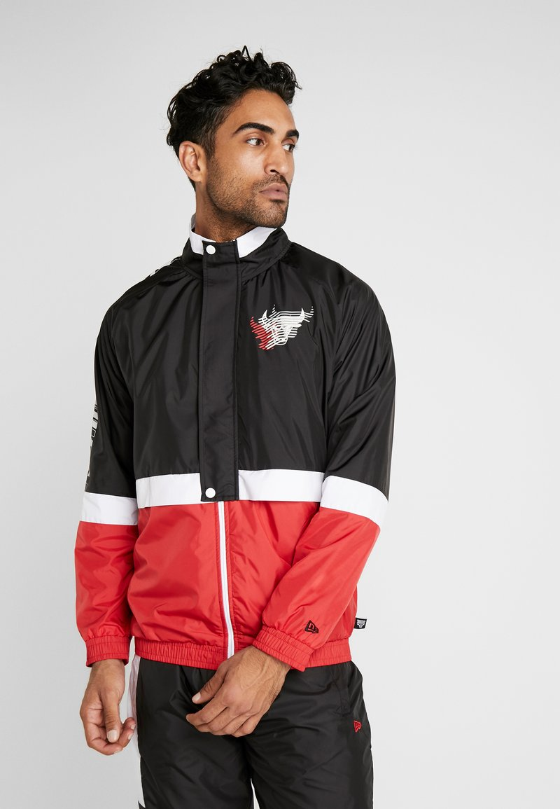 New Era - NBA COLOUR BLOCK TRACK JACKET CHICAGO BULLS - Club wear - black/front door red/optic white