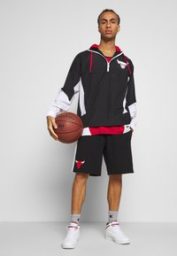 New Era - NBA PANEL WINDBREAKER CHICAGO BULLS - Veste coupe-vent - black - 1