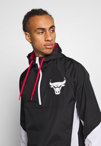 New Era - NBA PANEL WINDBREAKER CHICAGO BULLS - Veste coupe-vent - black - 3