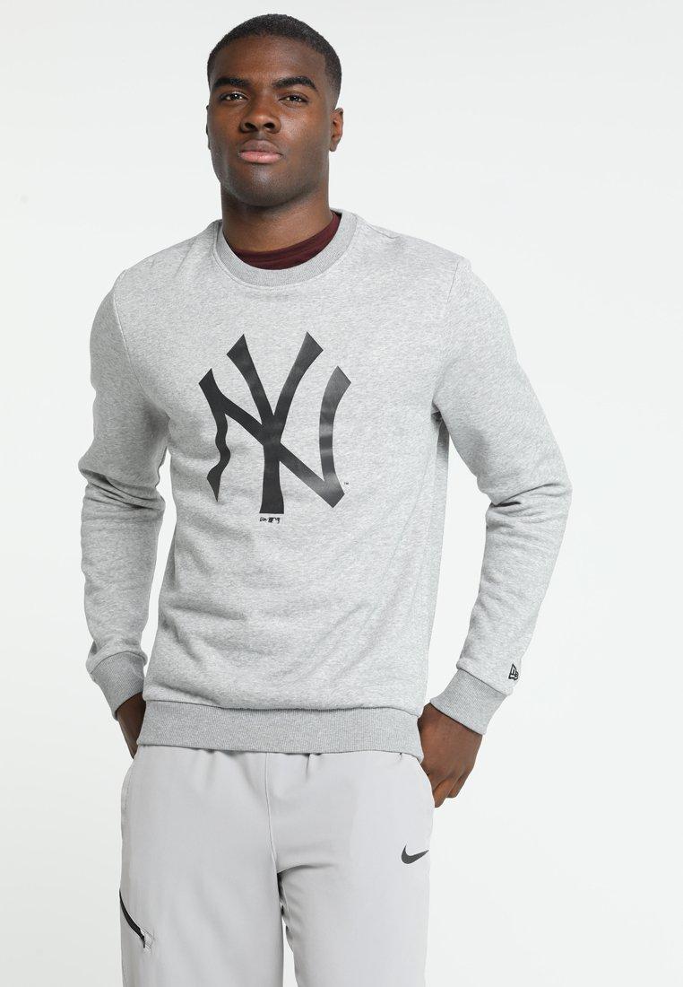 New Era - MLB YANKEES TEAM LOGO CREW - Fanartikel - mottled grey