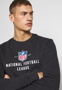 New Era - NFL LEAGUE ESTABLISHED CREW NFL GENERIC LOGO - Sweatshirt - dark grey - 3