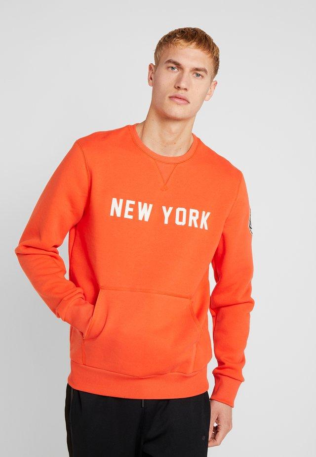 NBA WORDMARK CREW NEW YORK KNICKS - Equipación de clubes - rush orange