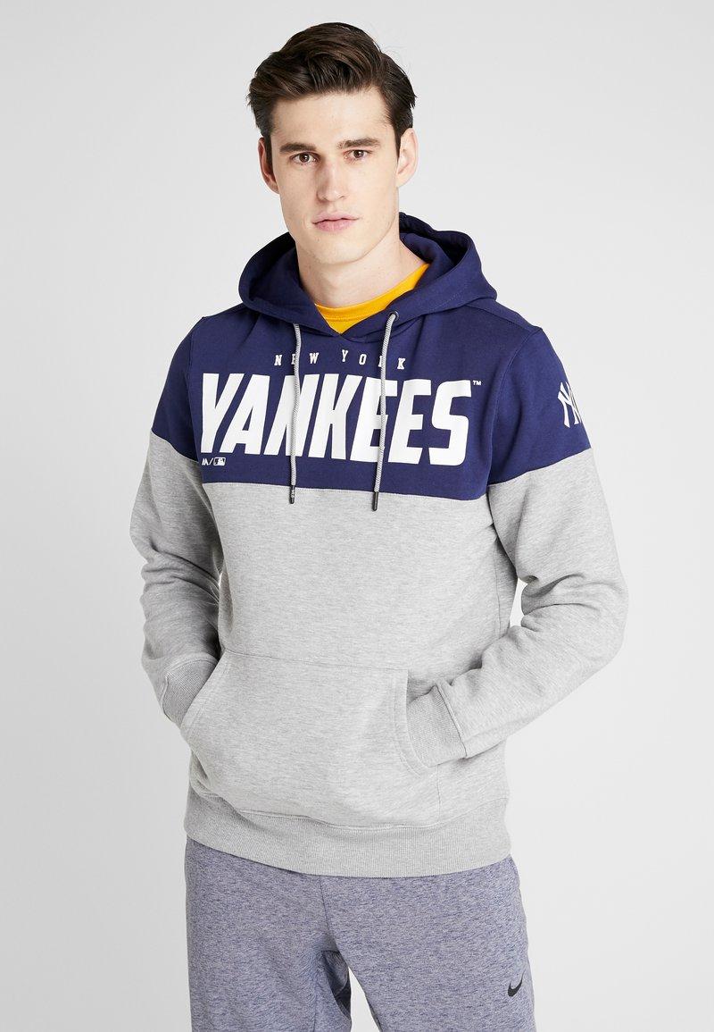 Fanatics - MLB NEW YORK YANKEES PANNELLED HOODIE - Article de supporter - dark blue