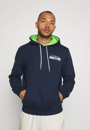 NFL CHEST PRINT TEAM LOGO HOODY SEATTLE SEAHAWKS - Klubové oblečení - dark blue