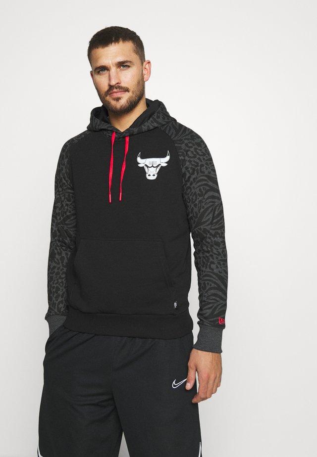 NBA PRINT PANEL HOODY CHICAGO BULLS - Klubbkläder - black