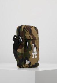 New Era - MLB SIDE BAG - Taška spříčným popruhem - multi-coloured - 3