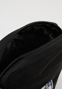 New Era - NLF SIDE BAG - Across body bag - black - 4