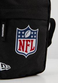 New Era - NLF SIDE BAG - Across body bag - black - 6