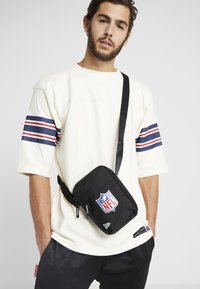 New Era - NLF SIDE BAG - Across body bag - black - 1