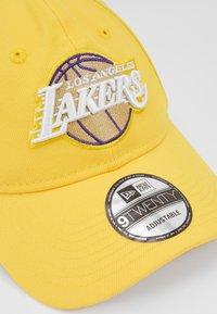 New Era - NBA LA LAKERS ALTERNATE CITY SERIES 9TWENTY - Gorra - yellow - 2